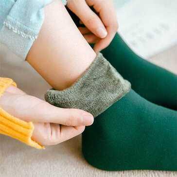 גרבי חורף חמות לנשים, מגיעות במגוון צבעים, לשמירה עם חום הגוף