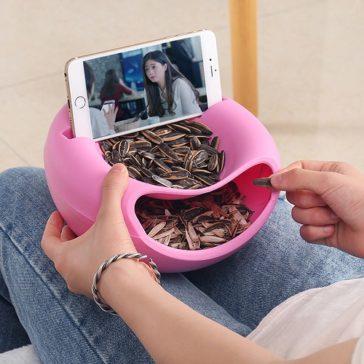 לאכול ולצפות בכיף - קערת מזון וחטיפים עם מעמד לטלפון